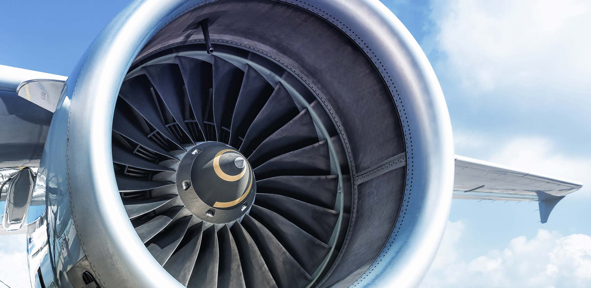 An aircraft turbine symbolizes the aerospace industry, an important sales market for MAPAL.